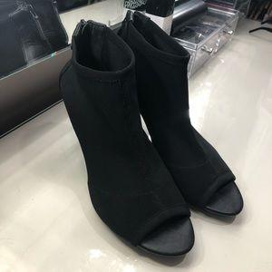 TAHARI woman shoes